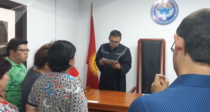 Биринчи Май райондук сотунда мурдагы президент Алмазбек Атамбаевдин кармалышы боюнча иш