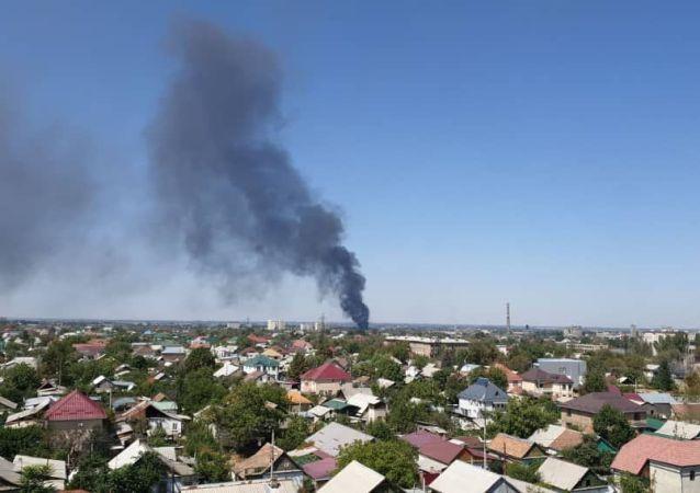 В западной части Бишкека в районе улицы Интергельпо вспыхнул большой пожар