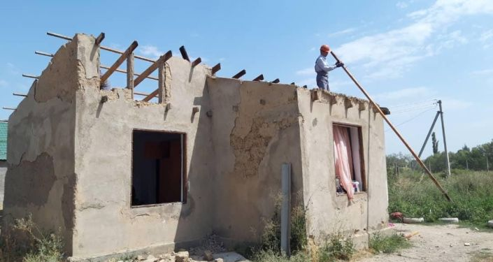 Мэрия Бишкека возвращает городу незаконно захваченные земельные участки — сносятся возведенные дома, заборы и магазины