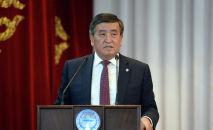 Президент КР Сооронбай Жээнбеков на встрече с жителями Ак-Талинского района Нарынской области