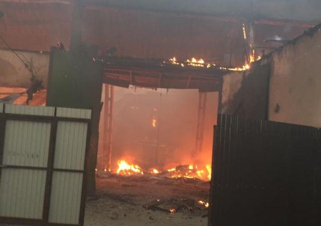 На месте пожара на складе в восточной части Бишкека