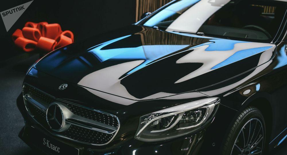 Автомобиль Mercedes-Benz S-класс. Архивное фото