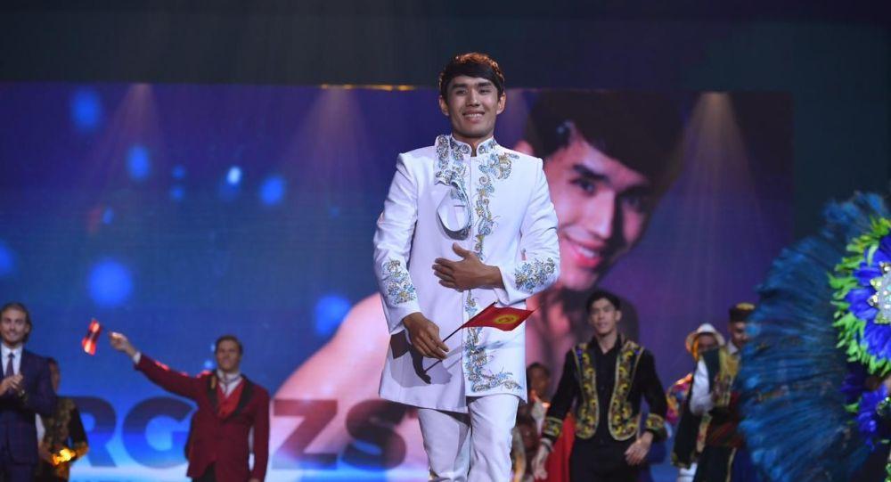 Певец кыргызской эстрады Даниель Бегалиев на международном конкурсе красоты среди мужчин Мистер Мира — 2019