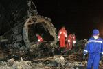 Спасатели на месте авиакатастрофы Boeing 737 недалеко от аэропорта Манас 24 августа 2008 года