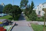 Аллея вдоль проспекта Чуй на площади Ала-Тоо в Бишкеке