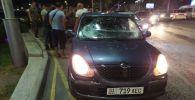 В Бишкеке автомобиль марки Daihatsu Sirion совершил наезд на двоих мужчина на проспекте Чингиза Айтматова в Бишкеке