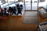 Женщина, вступив в сговор с подругами, похитила детскую коляску, однако забыла в магазине своего ребенка. Произошедшее зафиксировала камера видеонаблюдения.