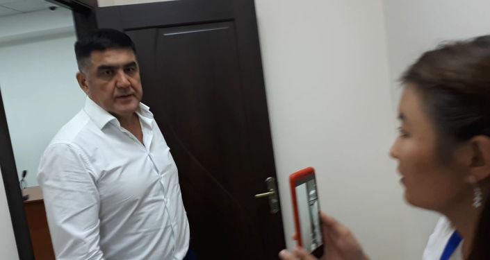 Накануне, 27 августа, Первомайский суд заключил экс-замглавы МВД Курсана Асанова под домашний арест. Когда он выходил из здания суда, журналисты задали ему ряд вопросов.