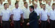 Президент Сооронбай Жээнбеков поздравил военнослужащих с днем Вооруженных Сил республики