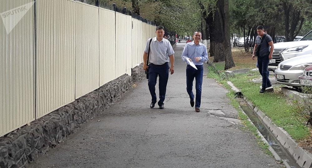 Экс-кандидат в президенты Омурбек Бабанов третий раз пришел на допрос в Госкомитет национальной безопасности КР