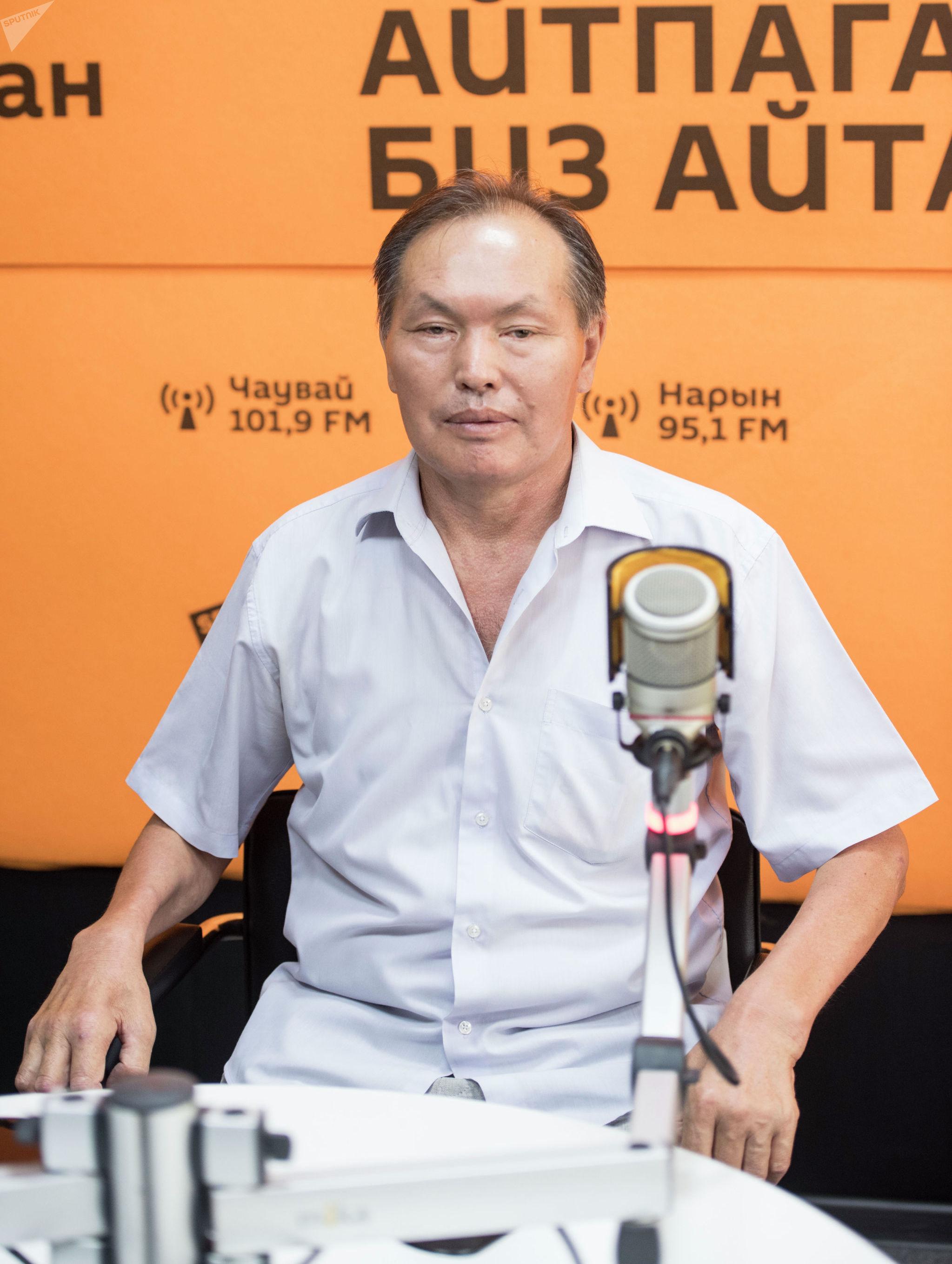 Руководитель одного из отделов в центре национальной хирургии Дуйшенбек Сыргаев во время беседы на радио