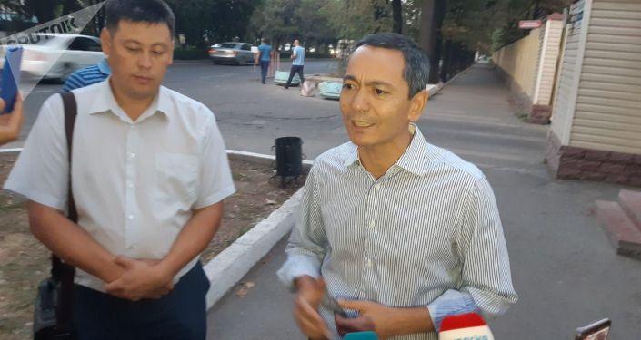 Экс-кандидат в президенты Омурбек Бабанов после допроса в Госкомитет национальной безопасности КР