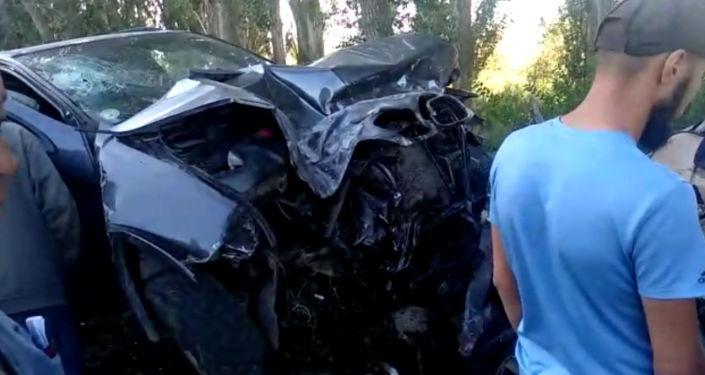 Внедорожник BMW X5 и легковой автомобиль BMW 530 столкнулись в Иссык-Кульской области. Трагедия случилась в пятницу, 30 августа.