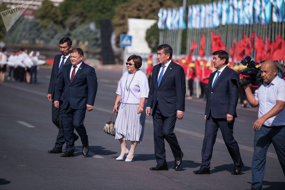 В мероприятиях приняли участие президент Сооронбай Жээнбеков, спикер ЖК Дастан Джумабеков, премьер-министр Мухаммедкалый Абылгазиев, а также экс-президент Роза Отунбаева и мэр столицы Азиз Суракматов