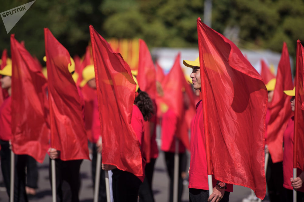 31 августа 1991 года Кыргызская Республика обрела суверенитет. В этот день внеочередная сессия Верховного Совета страны приняла декларацию о независимости.