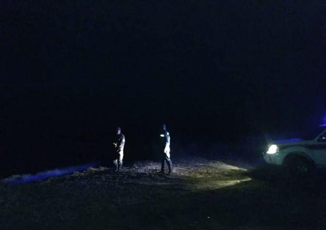 Сотрудники МЧС во время поисковых работ главы РКФР Эркина Асрандиева на Иссык-Куле
