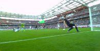 Игрок футбольного клуба Ростов Евгений Чернов дважды спас ворота от гола за считаные секунды в матче против Локомотива в рамках чемпионата Российской премьер-лиги (РПЛ).