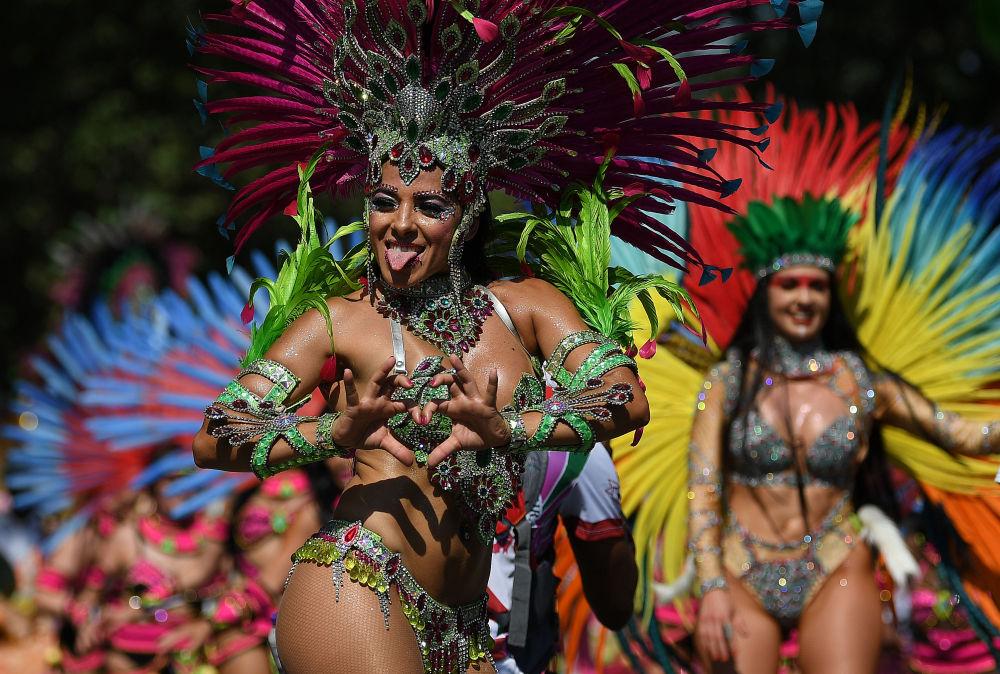 Участница карнавала в Ноттинг-Хилле.
