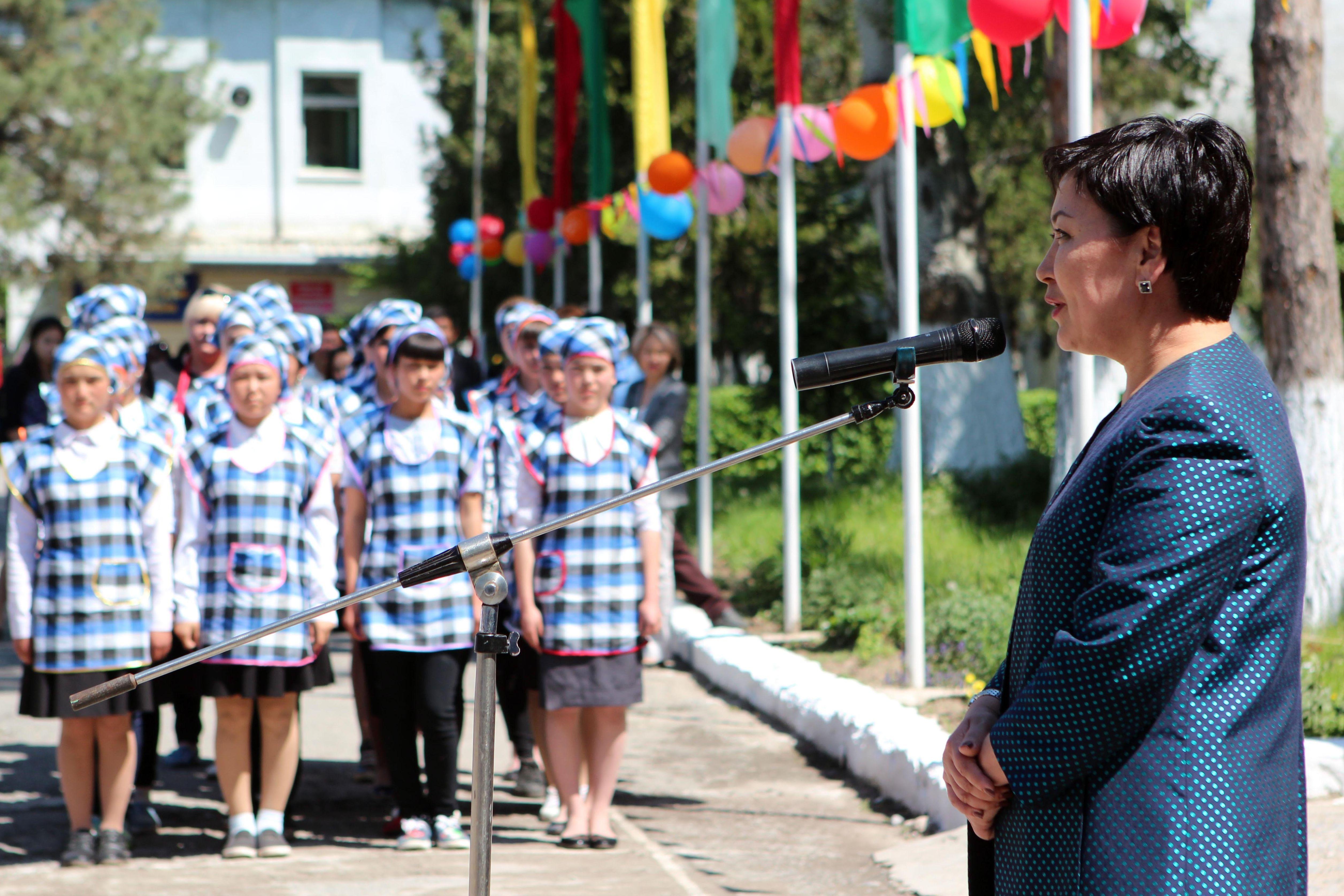 Министр образования и науки Гульмира Кудайбердиева посетила профессиональный лицей №28 в селе Беловодском Чуйской области