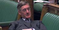 Задремавший на заседании британского парламента депутат-консерватор Джейкоб Рис-Могг