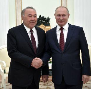 Россиянын лидери Владимир Путин жана Казакстандын тунгуч президенти Нурсултан Назарбаев