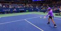 Испанский теннисист Рафаэль Надаль необычным способом отпраздновал победу в четвертьфинальном матче Открытого чемпионата США.