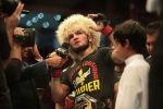 Российский боец UFC Хабиб Нурмагомедов во время боя с бойцом UFC Дастином Пуарье в полулегком весе на UFC 242 в Абу-Даби. Объединенные Арабские Эмираты, 7 сентября 2019 года.