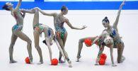 Спортсменки сборной России в финале групповых упражнений с мячами на этапе Кубка вызова-2019 по художественной гимнастике в Казани