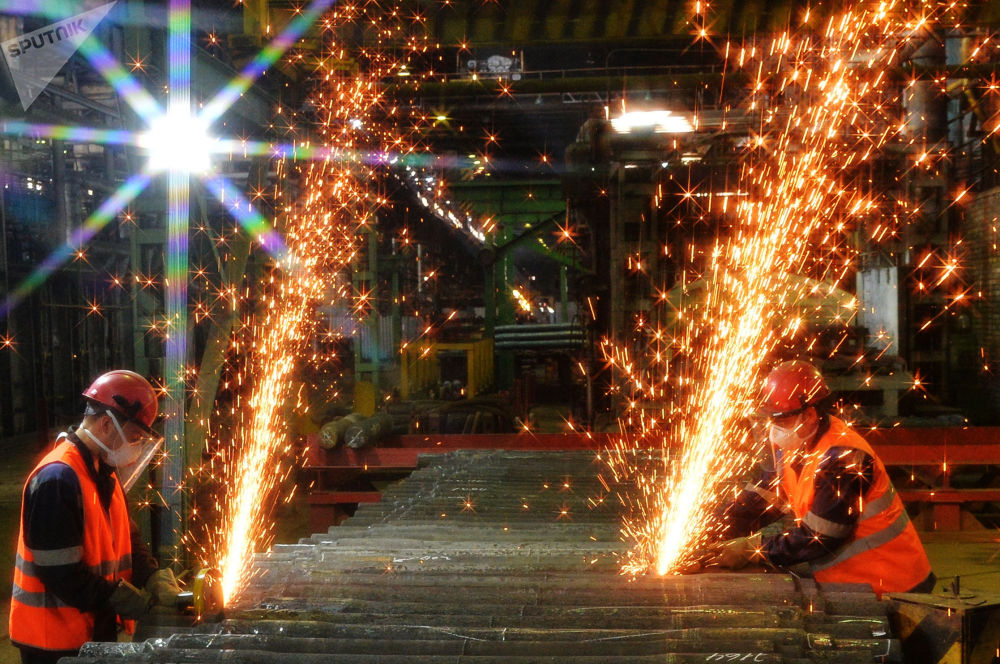 Производство заготовок полуосей для железнодорожного состава в цехе предприятия Уральская кузница в Челябинской области России