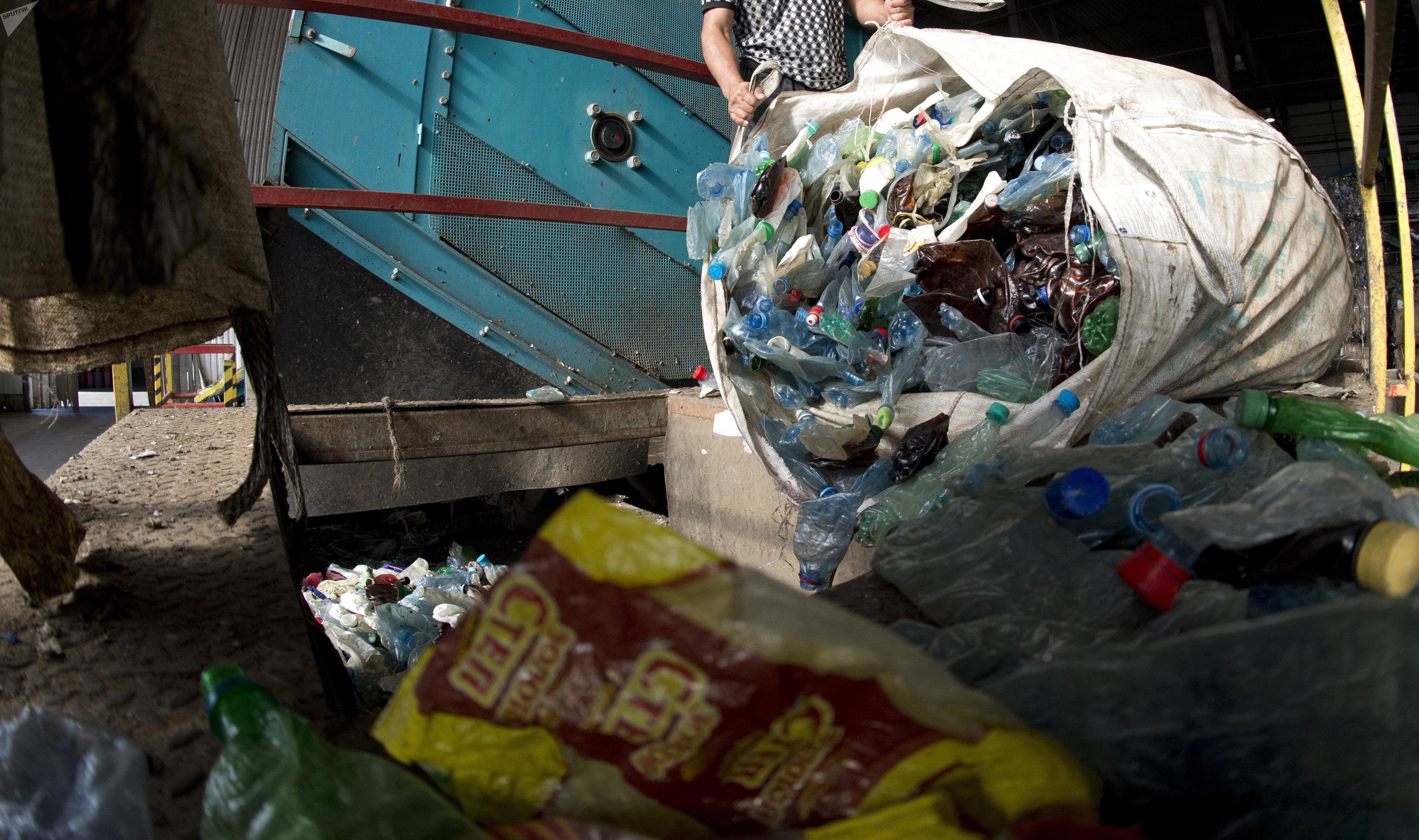 Работа завода по переработке пластмасс Пларус