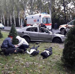 Последствия ДТП по проспекту Чингиза Айтматова в Бишкеке