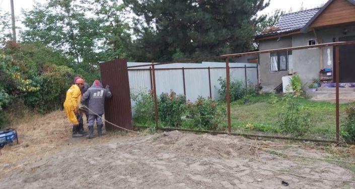 В парке имени Ататюрка начался снос незаконных объектов, в том числе домов