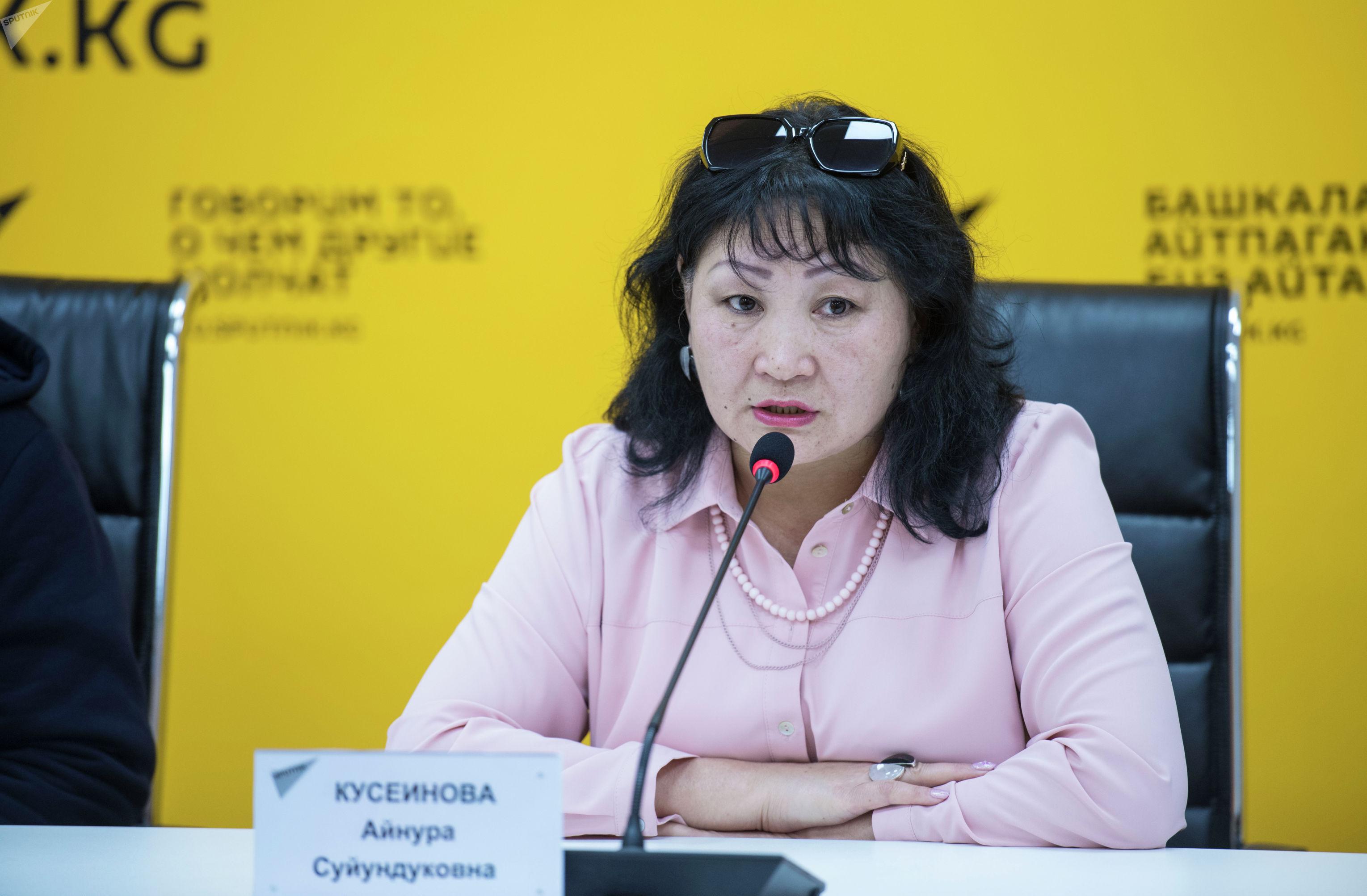 Ведущий специалист Управления дошкольного, школьного и внешкольного образования Министерства образования и науки КР Айнура Кусеинова на пресс-конференции в мультимедийном пресс-центре Sputnik Кыргызстан