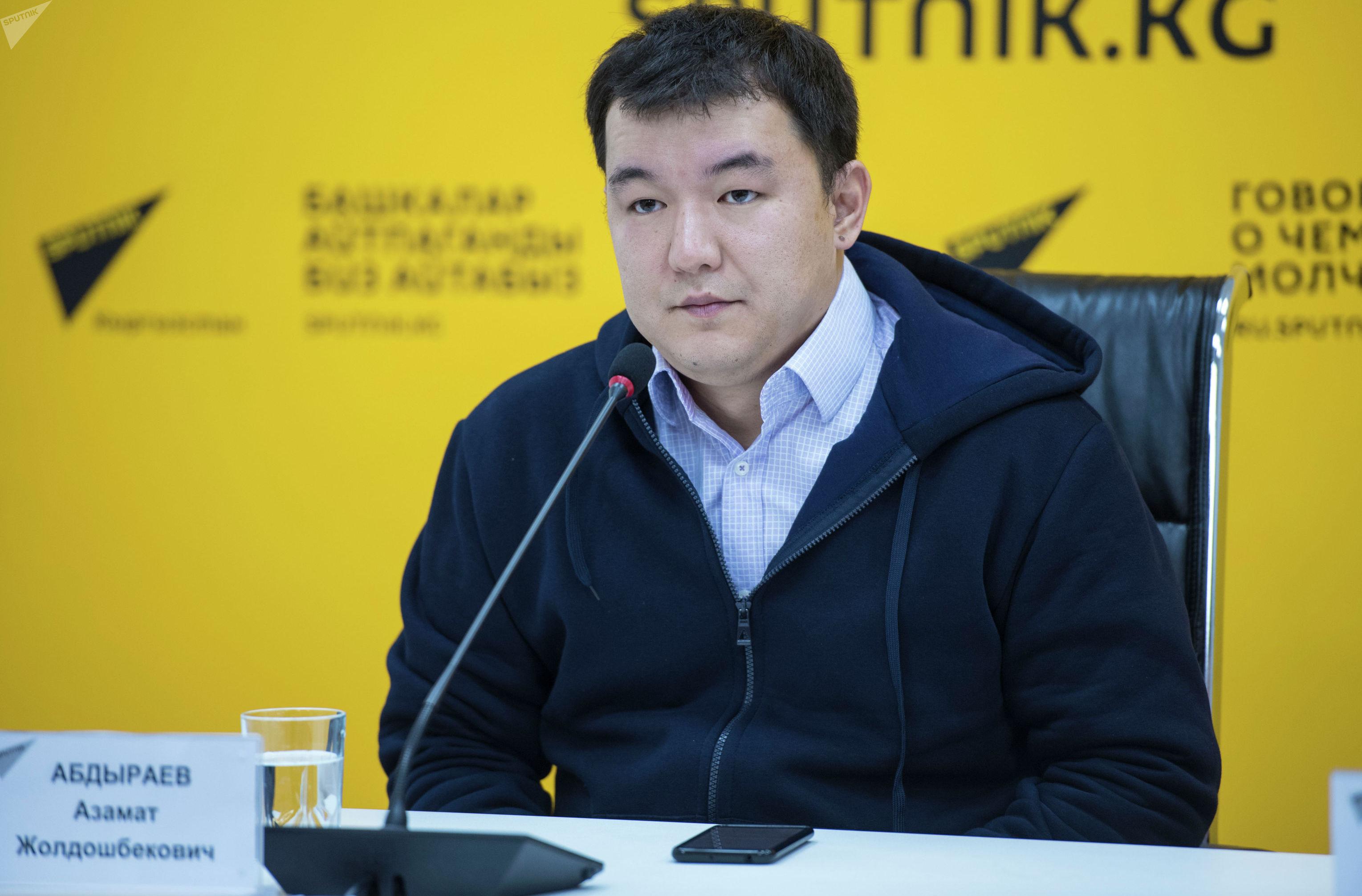 Главный разработчик системы Электронная запись в школы Азамат Абдыраев на пресс-конференции в мультимедийном пресс-центре Sputnik Кыргызста