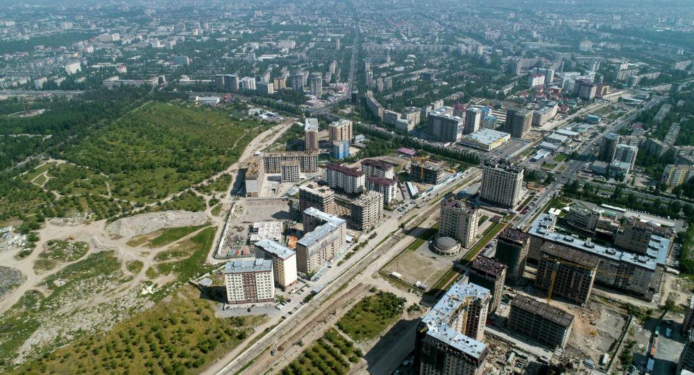 Новостройки на пересечении улиц Аалы Токомбаева (магистраль) и Сухэ-Батора в Бишкеке. Архивное фото