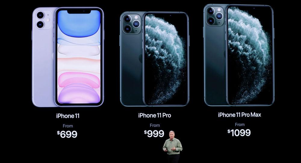Старший вице-президент Worldwide Marketing Фил Шиллер, представляет новый iPhone 11 Pro на мероприятии Apple в их штаб-квартире в Купертино, штат Калифорния. США, 10 сентября 2019 года