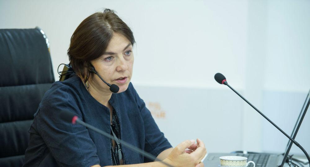Медиаменеджер и продюсер из России Наталья Лосева во время мастер-класса для журналистов кыргызстанских СМИ в рамках международной программы SputnikPro