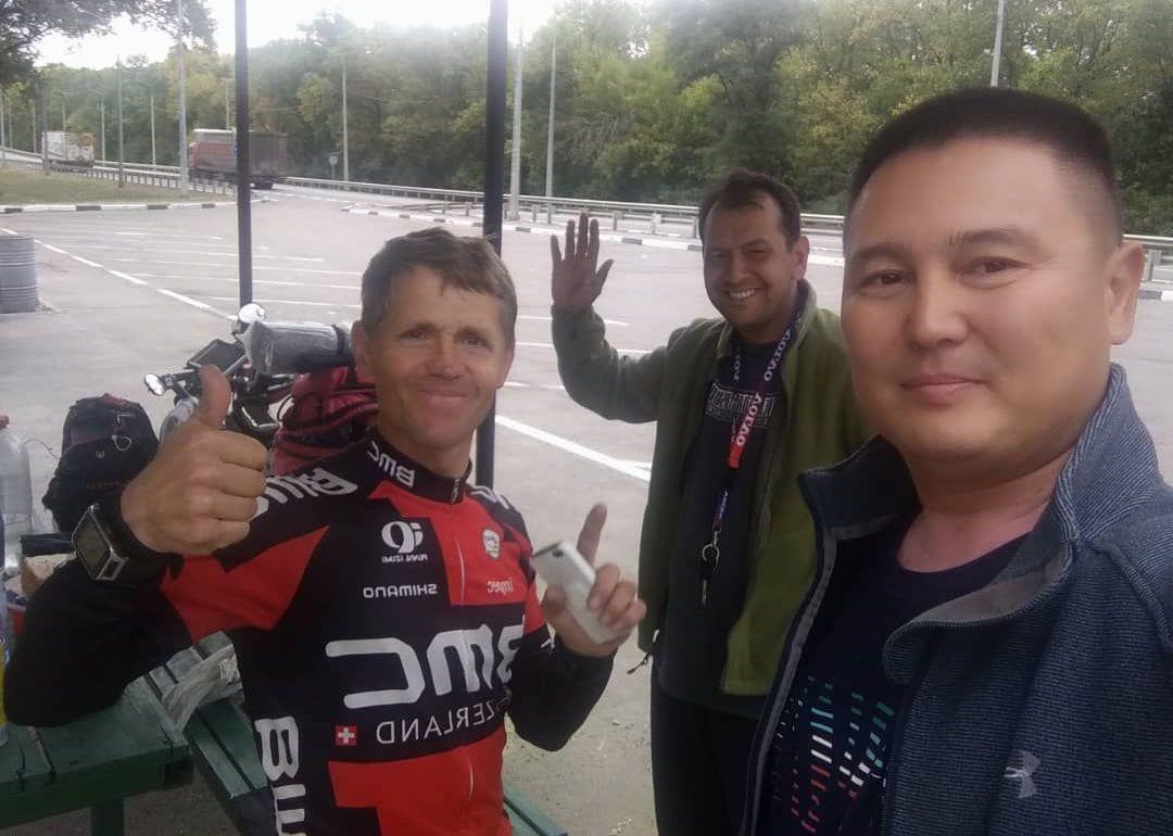 Путешественник из Кыргызстана Сергей Прядко, который добрался до Парижа на велосипеде