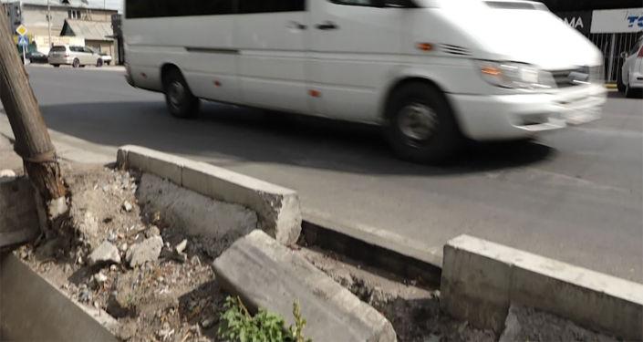 За два года в Бишкеке отремонтировали и сдали в эксплуатацию около 70 улиц. Sputnik Кыргызстан решил проверить состояние дорожного покрытия на них.