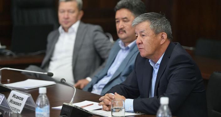 Исаков Исмаил один из членов Государственной комиссии по изучению ситуации, сложившейся в селе Кой-Таш 7-8 августа 2019 года