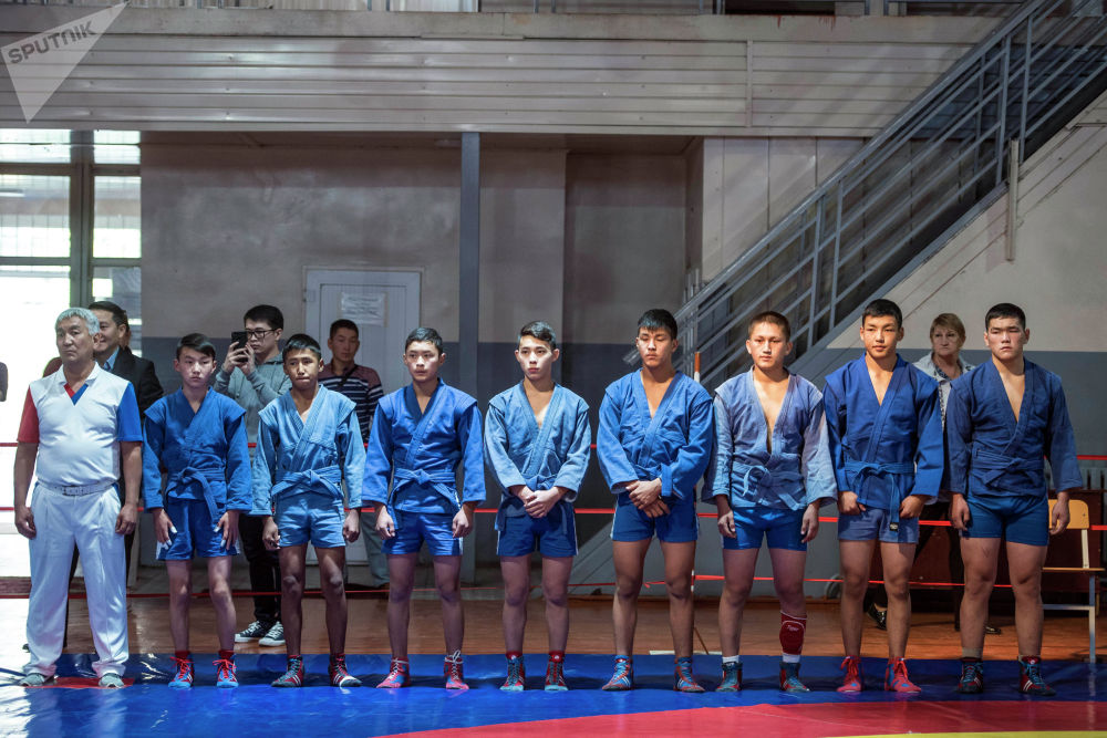Бишкекские самбисты выбрали синий цвет формы
