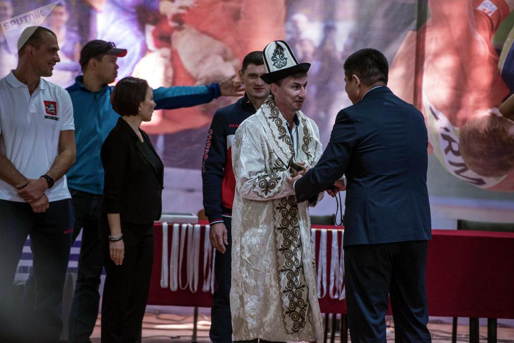 Открыли турнир чиновники столичной мэрии и представители федераций самбо двух стран