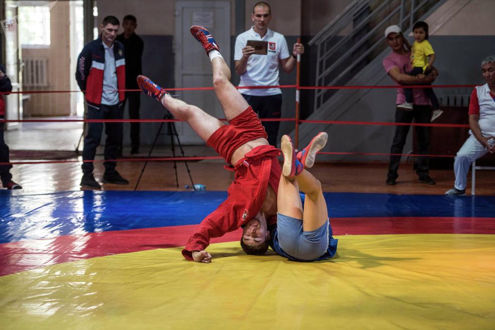 В рамках Дней Москвы в Бишкеке состоялся товарищеский турнир по самбо между юношескими сборными двух столиц
