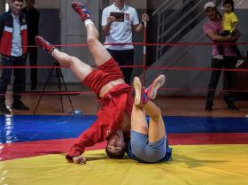 В рамках Дней Москвы в Бишкеке провели товарищеский турнир по самбо между юношескими сборными двух столиц.