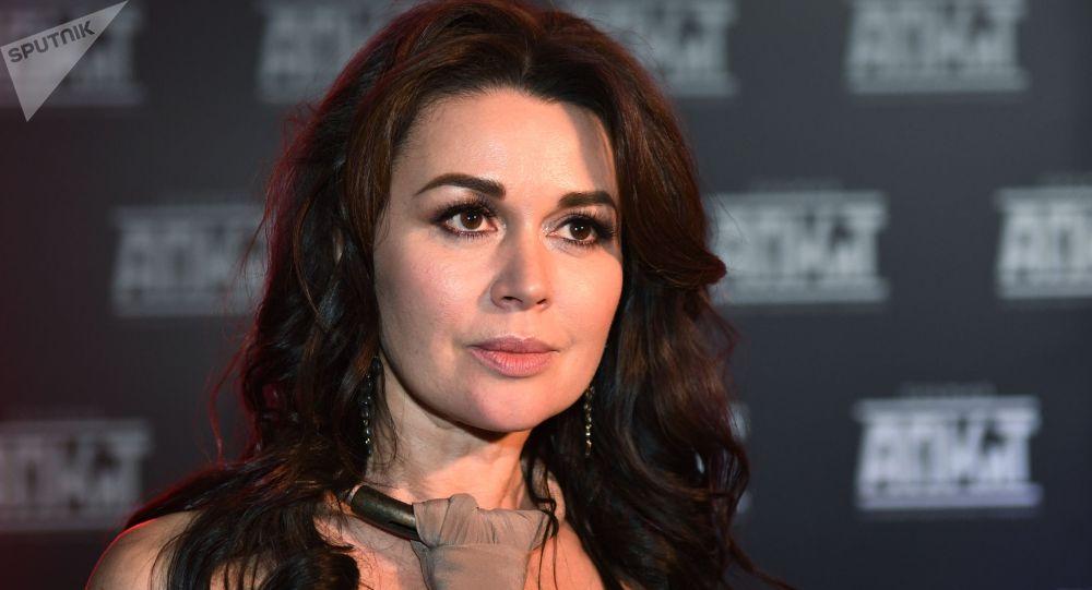 Архивное фото актрисы Анастасии Заворотнюк