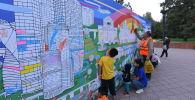 На Старой площади Бишкека открылся арт-объект художника Максима Гошко-Данькова, символизирующего дружбу российской и кыргызской столиц