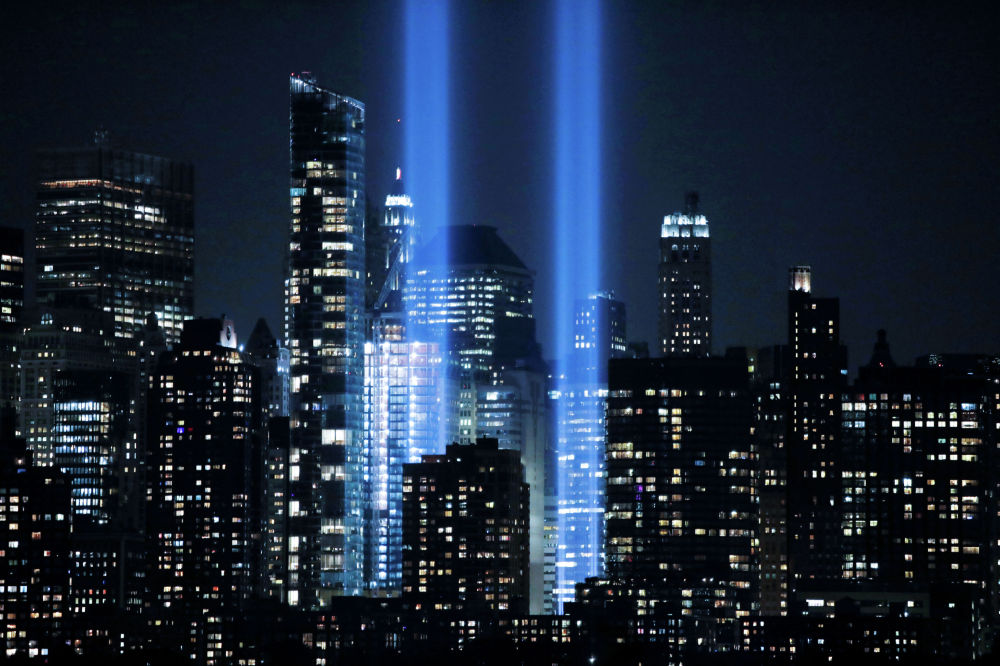 Cветовая инсталляция в память о жертвах терактов 11 сентября 2001 года в Нью-Йорке