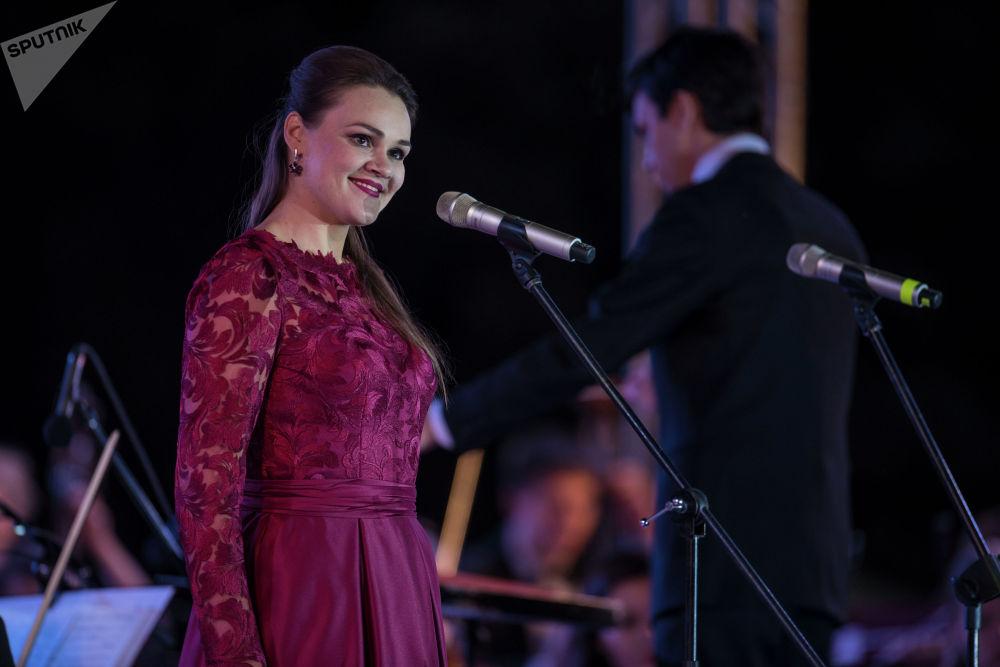 Көрүүчүлөр Полина Шамаеванын (меццо-сопрано) да өзгөчө талантына күбө болушту