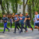 Чуркагандардын арасында Жогорку Кеңештин спикери Дастан Жумабеков да болду. Жан сакчылары менен кошо беш чакырымга чуркады.