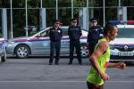 Сотрудники МВД наблюдают за порядком во время марафона. Архивное фото